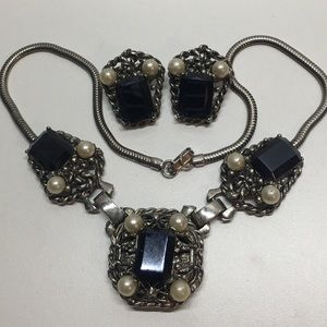 Vintage black and pearl glass set